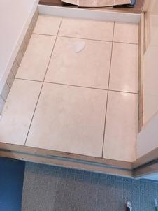 玄関土間 フロアタイル貼替